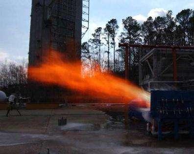 Gerbe de flammes pendant le test de mise à feu du moteur LOX/méthane liquide Il a fonctionné pendant 103 secondes (Crédits : NASA/MSFC/T Leibold)