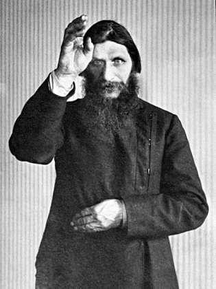 Ci-dessus, Raspoutine, dont la tentative d'assassinat par empoisonnement au cyanure a échoué. © G. Shuklin, Wikimedia Commons, DP