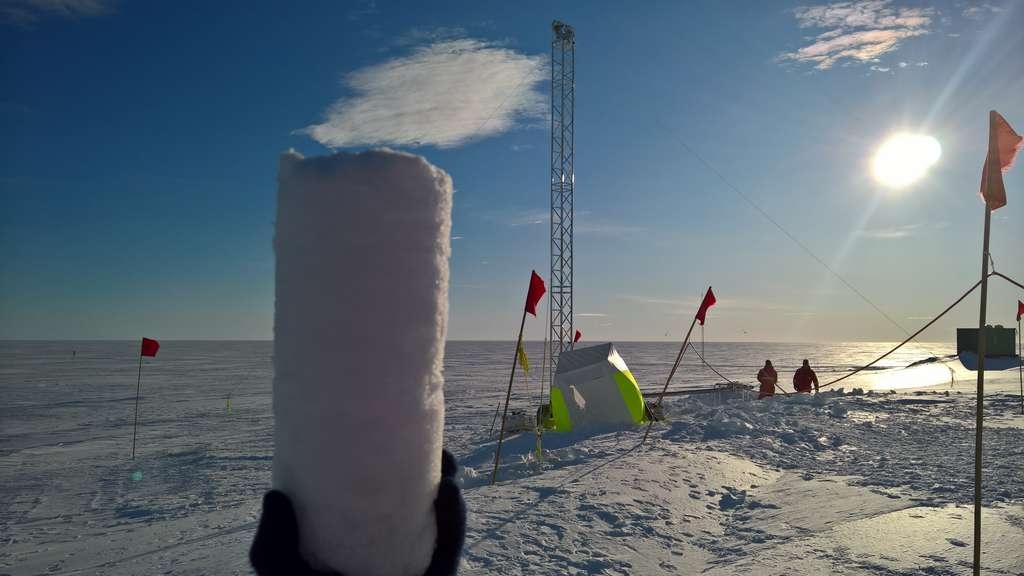 Dans les prochaines années, les scientifiques du projet européen Beyond Epica - Oldest Ice (BE-OI) vont forer au cœur de l'Antarctique pour prélever une carotte de glace remontant à 1,5 million d'années. © Jan Tell, Institut Alfred Wegener pour la recherche polaire et marine (AWI)