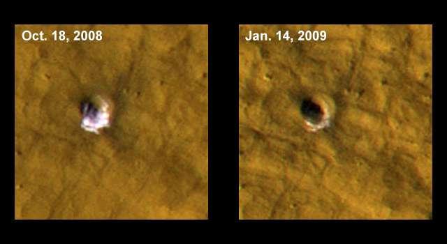 Les images prises par MRO d'un cratère sur Mars qui dévoile de la glace (à gauche) le 18 octobre 2008, puis le 14 janvier 2009. © Nasa, JPL-Caltech