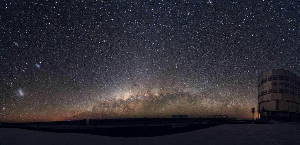 Le VLT est l'un des trois télescopes géants qui ont été utilisés pour mieux cerner les caractéristiques des galaxies Haricot vert. © ESO, Yuri Beletsky