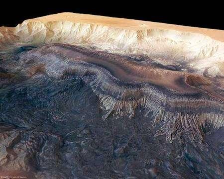 Autre vue en perspective de Hebes Chasma obtenue d'après les données de l'instrument HRSC.