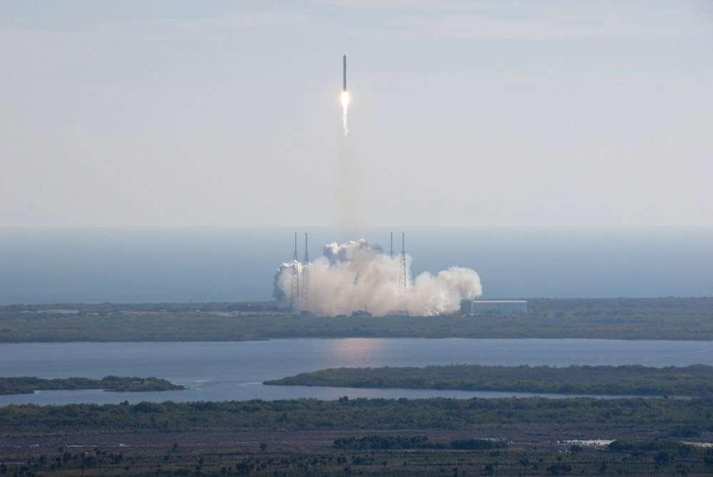 Premier vol d'essai en 2010 et lancement réussi du Falcon 9, le lanceur conçu pour envoyer la capsule Dragon vers la Station spatiale internationale. © SpaceX
