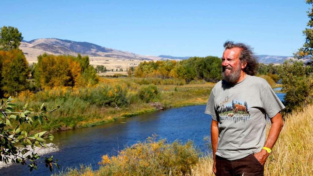 Antoine, heureux devant la rivière Yellowstone
