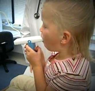 Les asthmatiques sévères non allergiques représentent près de 10 % des asthmatiques. Eux aussi doivent se méfier des acariens. © NHLBI, Wikimedia Commons, DP