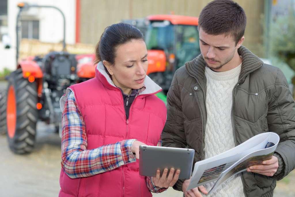 L'ingénieur agronome a un rôle de conseiller auprès des agriculteurs en les aidant à choisir le meilleur mode de culture en fonction de leurs productions et récoltes. © auremar, Fotolia.
