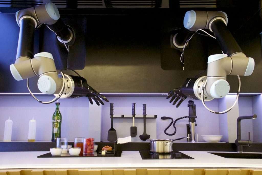 Moley Kitchen, ce robot fait la cuisine de façon autonome et coûte environ 271.000 euros. À ce prix-là, il nettoie même le plan de travail. © Moley Robotics