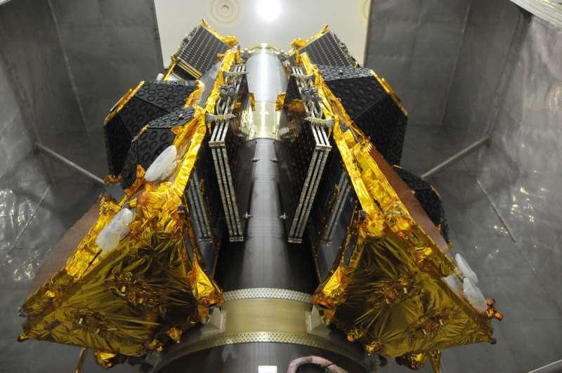 Les six satellites de la constellation Globalstar de seconde génération installés sur l'étage Fregat du lanceur Soyouz. © Starsem
