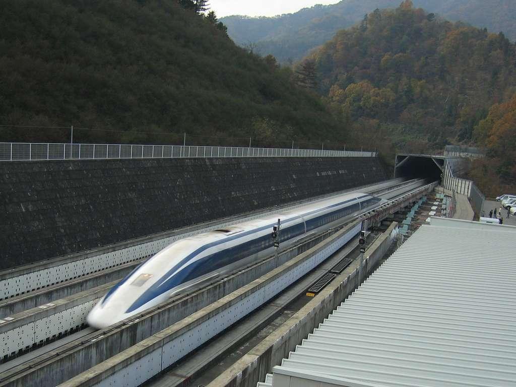 En 2015, le train à sustentation magnétique japonais a roulé à plus de 600 kilomètres à l'heure. © Yosemite, Wikipédia, CC by-sa 3.0