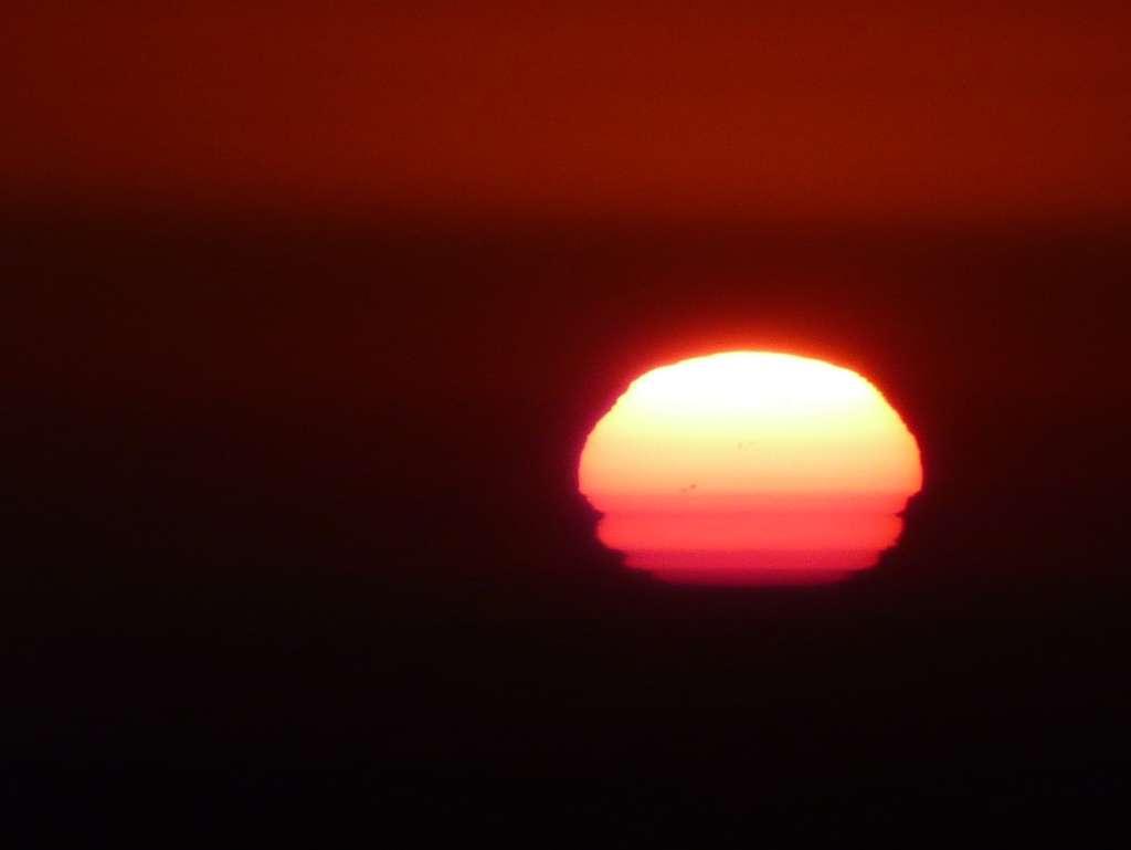 Photographié à l'aube du 2 août, le Soleil présentait plusieurs taches. © J.-B. Feldmann