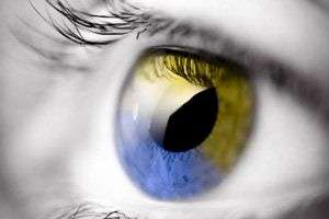 En haut, une image en vision normale, en bas, une image vue par une personne souffrant de deutéranomalie. © Colour Blind Awareness