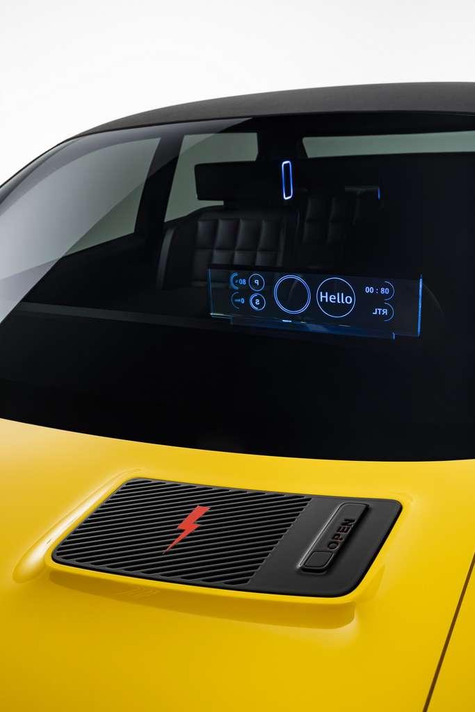La prise d'air typique de la R5 est bien présente. Désormais, elle masque la trappe de recharge. © Renault