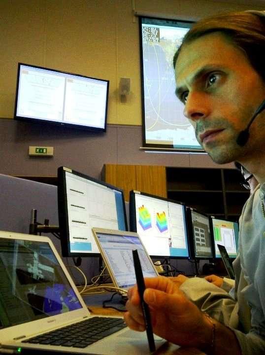Une autre vue du POCC (Payload Operations and Control Center) d'AMS au Cern avec les chercheurs au travail. © Aurélien Barrau