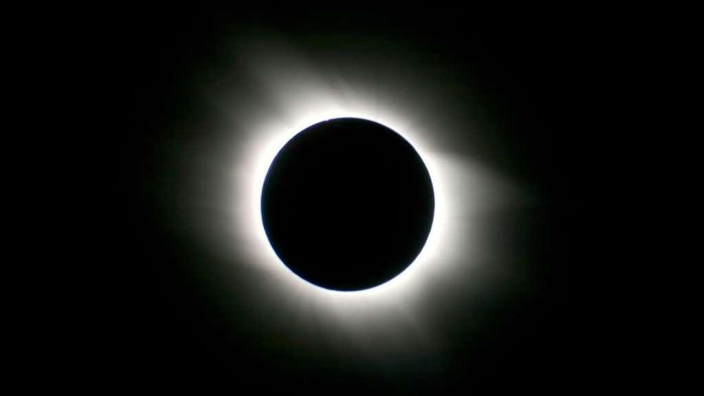 Une magnifique couronne solaire