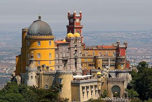 L'original Palácio Nacional da Pena, ou Palais national de Pena, et sa façade distinctive. © Oscar Fernandez Clemente, DR