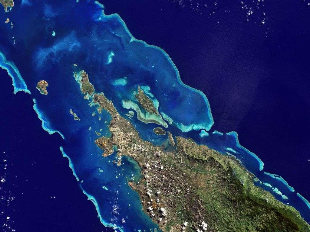 Le lagon calédonien s'étend sur environ 24.000 km2. Sa barrière de corail mesure près de 1.600 km de long. Elle abriterait approximativement 300 espèces de coraux et 1.200 espèces de poissons, une biodiversité en déclin. © Nasa Goddard Photo and Video, cc by 2.0