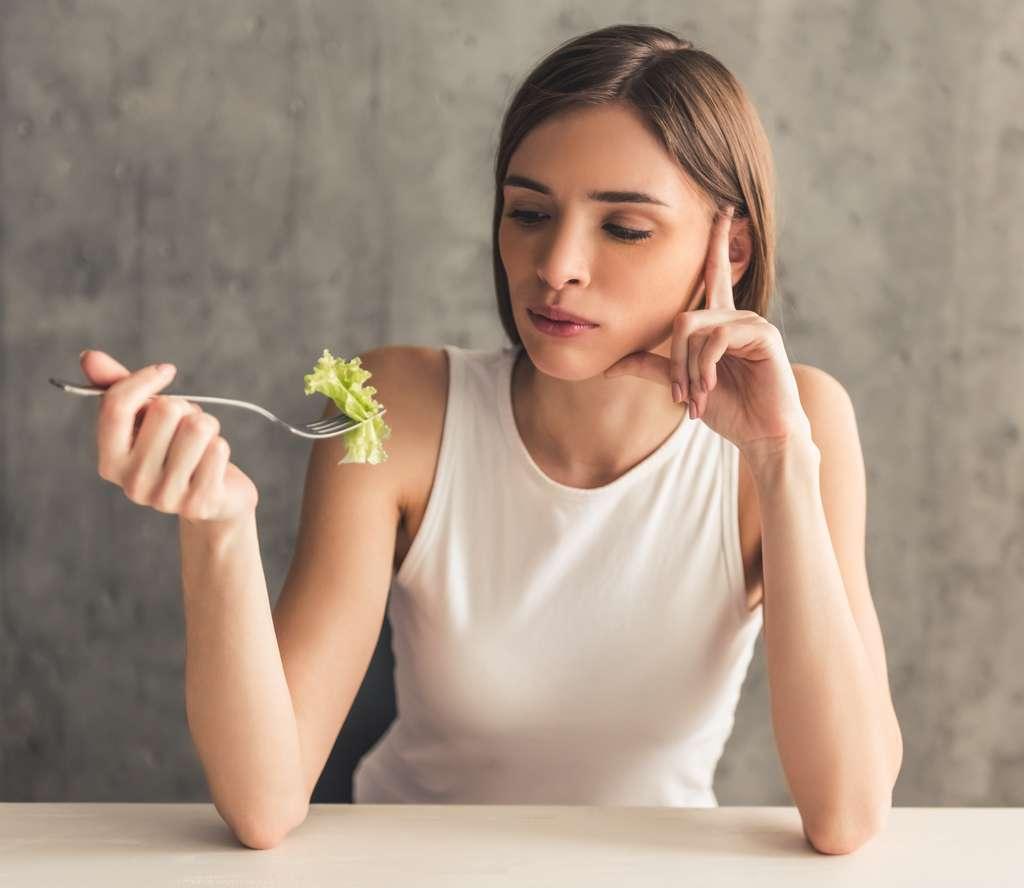 Si la tentation est trop forte, mieux vaut céder pour du vrai sucre plutôt que d'accentuer la frustration avec des aliments soi-disant « coupe-faim ». © VadimGuzhva, Adobe Stock
