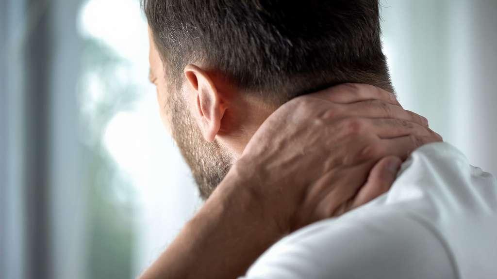 Les patients souffrent aussi souvent de douleurs musculaires et articulaires. © motortion, Fotolia