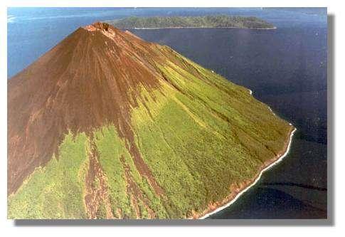 Lopévi : vue sur la partie est de l'île. © IRD/Pierre Evin.