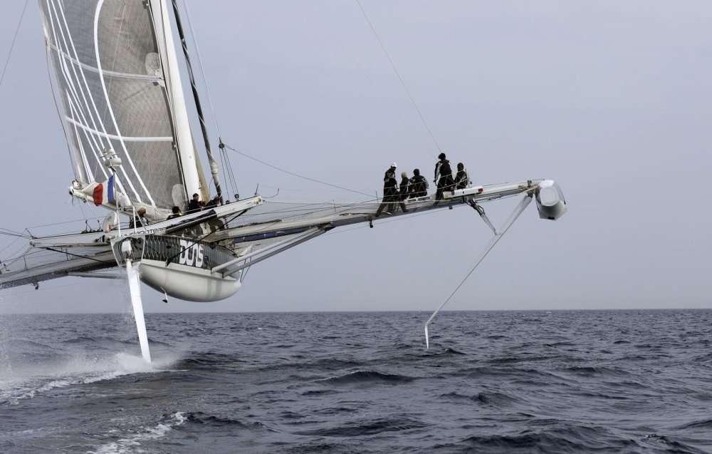 Quand l'Hydroptère DCNS vole... Le navire de 7 t ne s'appuie alors plus que sur 2,5 m2 de surface mouillée. © Francis Demange
