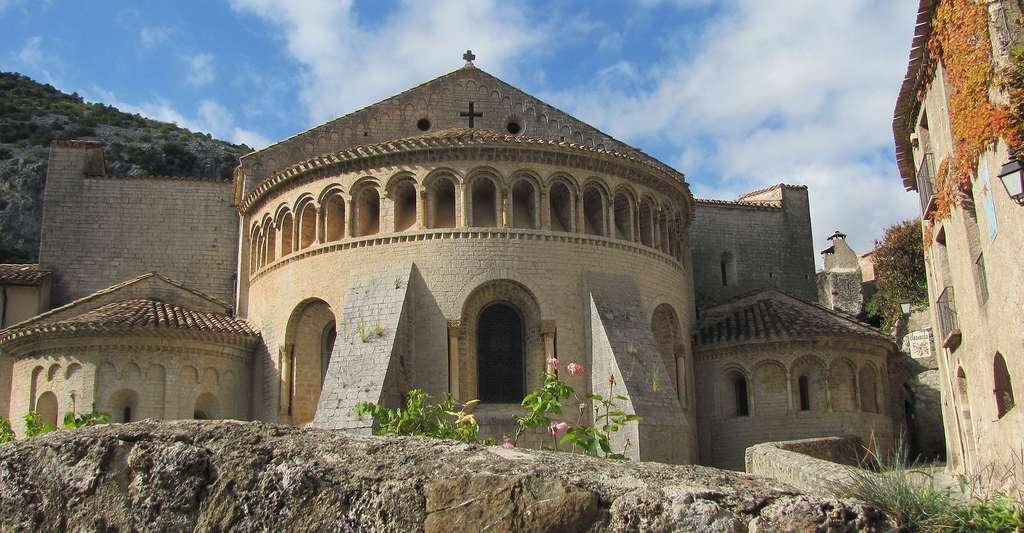 Découvrez l'Hérault, ses monuments, ses abbayes mais aussi ses produits régionaux. Ici, l'abbaye de Saint-Guilhem-le-Désert. © Emwalker100, CC by-sa 3.0