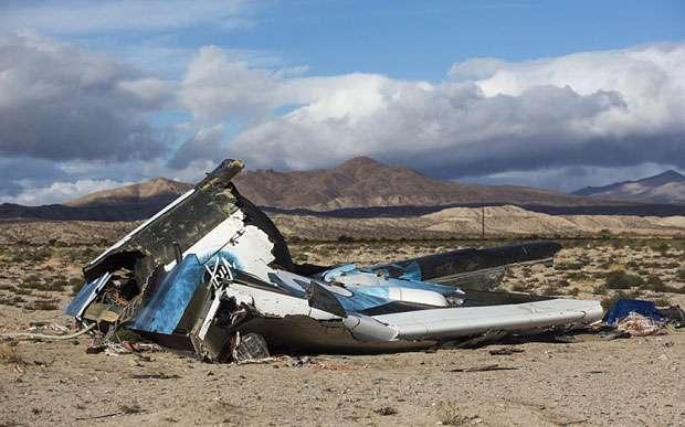 Une partie des débris du SpaceShipTwo après son crash qui aura coûté la vie à Michael Alsbury, un des deux pilotes d'essai. © DR