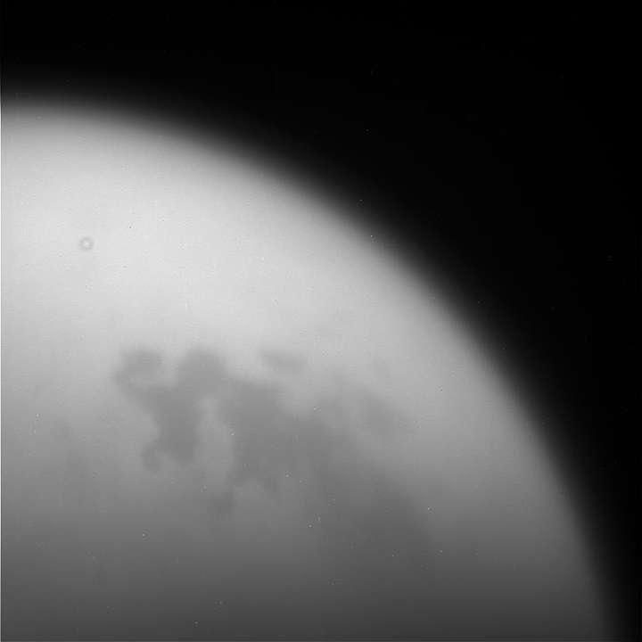 Une des toutes dernières images de Titan prise par Cassini. © Nasa, JPL-Caltech, SSI