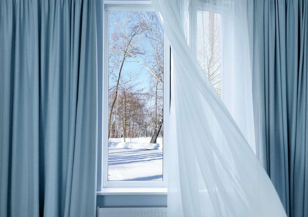 Même en hiver, pensez à ouvrir vos fenêtres au moins 10 minutes par jour. © Africa Studio, Adobe Stock