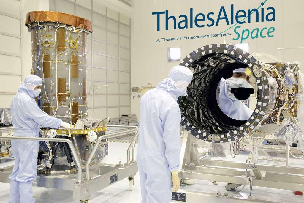 À l'image, l'instrument optique de très haute résolution de Pléiades. Il s'agit d'un télescope de type Korsch de 65 cm de diamètre signé Thales Alenia Space. © Thales Alenia Space