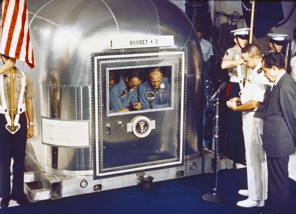 Trois astronautes en quarantaine