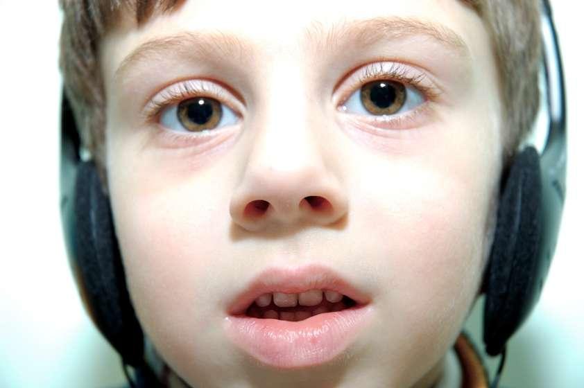 Un enfant enfermé dans son monde. L'autisme infantile, décrit pour la première fois par Kanner, en est la forme la plus célèbre. © Webking, StockFreeImages.com