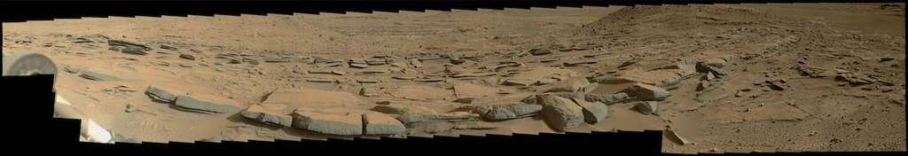 Affleurements rocheux photographiés à la pointe nord de Kimberley lors du sol 580 (25 mars), à quatre mètres de distance. Mosaïque de 250 images capturées en haute résolution par MastCam et retravaillées dans le cas présent par Doug Ellison. © Nasa, JPL-Caltech, MSSS, Doug Ellison