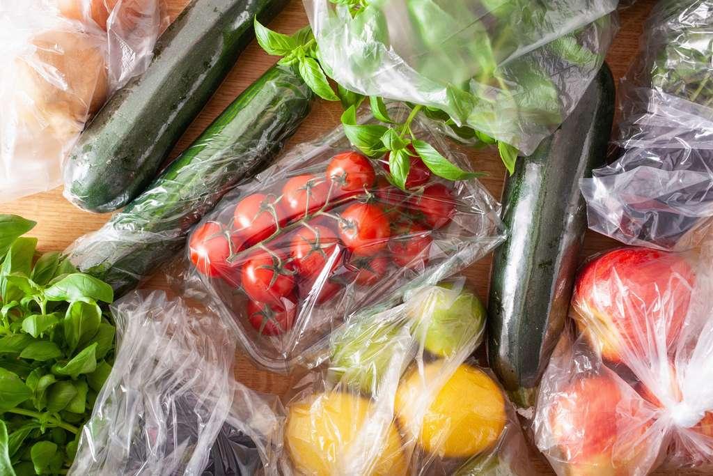 Les phtalates sont des composés chimiques utilisés notamment pour les emballages alimentaires. © dusk, Adobe Stock