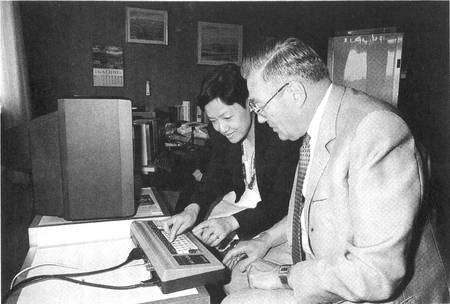 Années 1980. La société de Jean Gachot vient de racheter l'entreprise Systran. © Systran