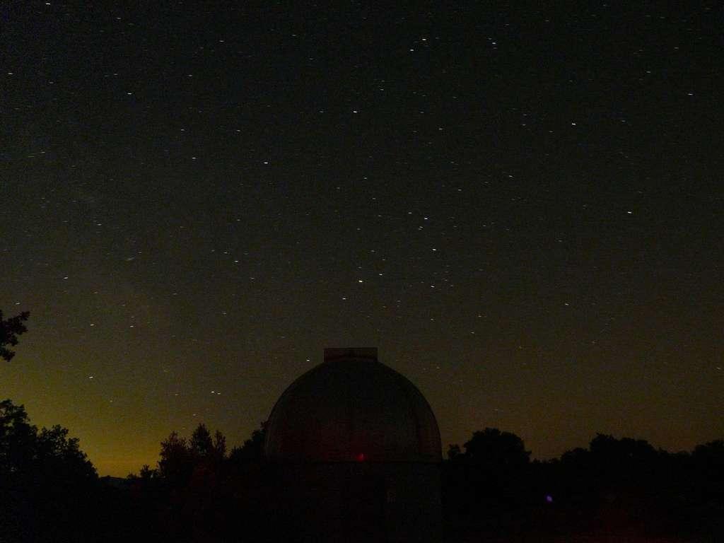 Pour profiter du spectacle des Perséides, choisissez un site éloigné des pollutions lumineuses où le ciel étoilé sera à votre portée. Crédit J.-B. Feldmann