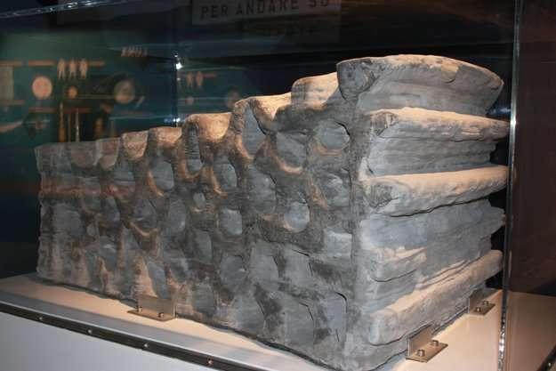 Le bloc réalisé pour l'Esa. Sa structure est alvéolaire, et il aurait pu être fabriqué sur la Lune avec le régolite. Il aurait tout de même fallu apporter le liant servant à solidifier le matériau granulaire. © Esa