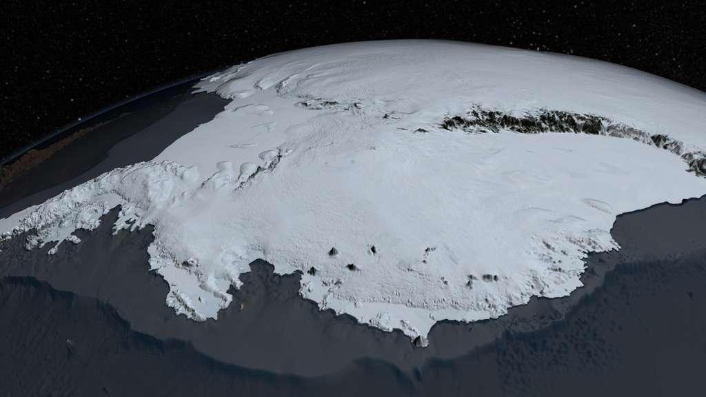 Bedmap2 précise non seulement la topographie réelle du continent antarctique sous l'inlandsis, mais aussi celle de l'inlandsis lui-même. On voit ici une image de synthèse déduite de Bedmap2 représentant le nouveau visage de la calotte polaire australe. © Nasa's Goddard Space Flight Center