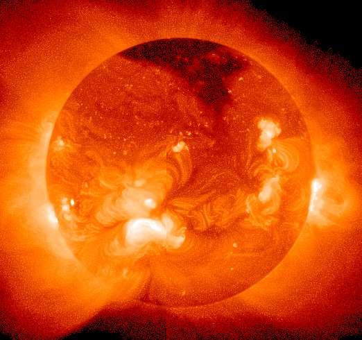 Le soleil émet des rayonnements très variés. Une partie d'entre eux est arrêtée par l'atmosphère, mais les UVA sont capables de traverser les vitres des véhicules. © Wikimédia Commons, DP