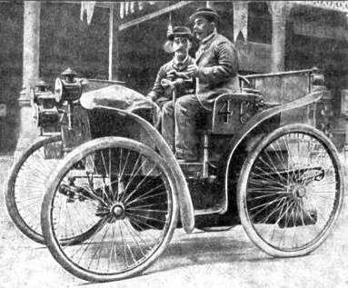 En 1895, l'éclair, fabriquée par Michelin, est la première voiture circulant sur des pneus. © Pierre Souvestre, Wikipedia, Domaine Public