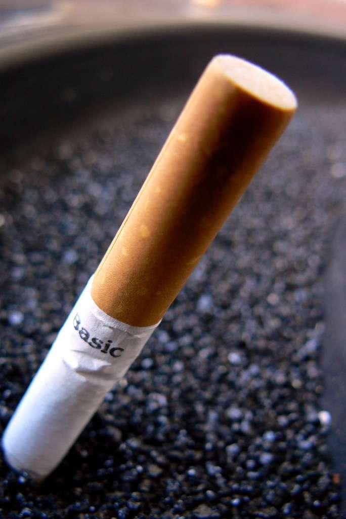 Pour jeter ses cigarettes, faut-il passer par la cigarette électronique ? Une étude dit qu'elle aide en effet au sevrage tabagique... © Catatronic, Fotopedia, cc by nc sa 2.0