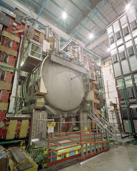 Le détecteur de l'expérience D0 du FERMILAB (Crédit : FERMILAB).