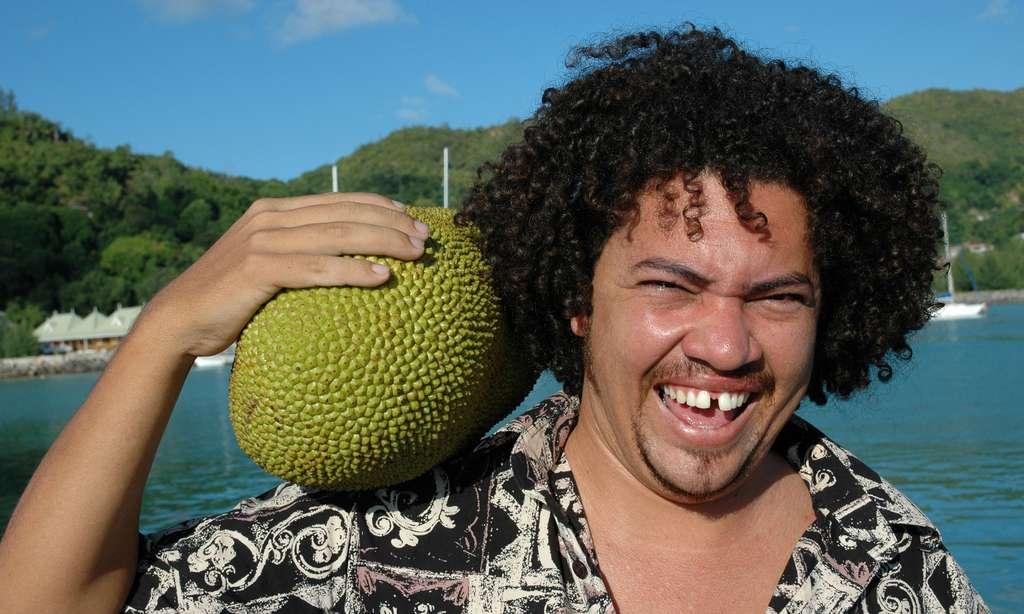 Le sourire à la pomme de jaque, fruit du jaquier