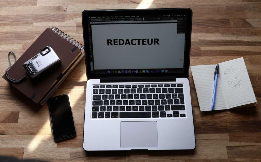 Beaucoup de rédacteur web travaillent en freelance, de chez eux. S'ils se servent beaucoup d'internet pour écrire, ils peuvent aussi aller sur le terrain pour effectuer notamment des interviews. © N.Delmas, Adobe Stock.