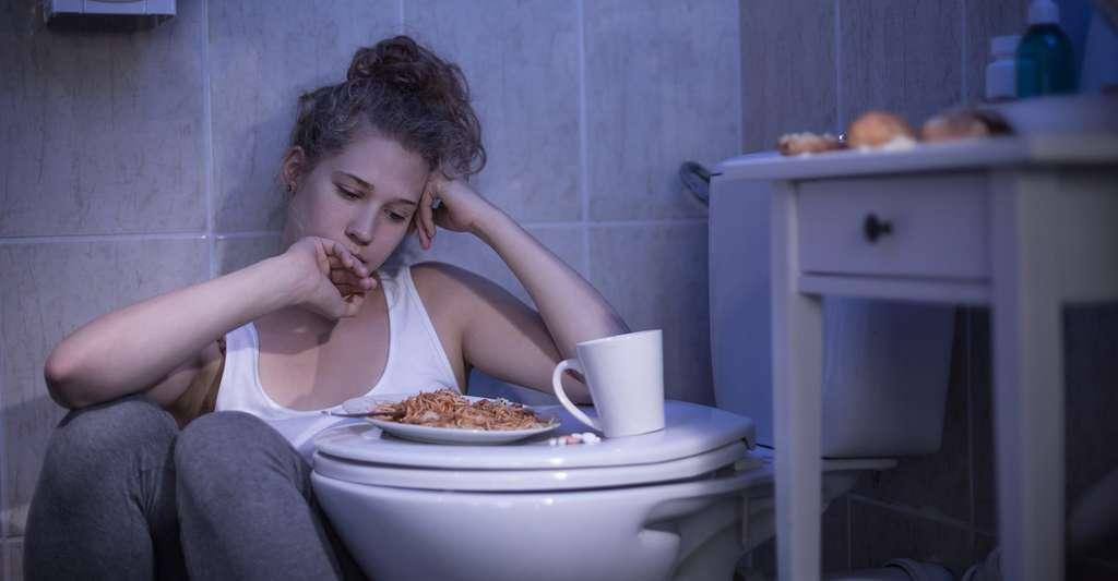 Certaines anorexiques font des crises de boulimie et se font vomir après leur repas pour ne pas grossir. © Photographee.eu, Shutterstock
