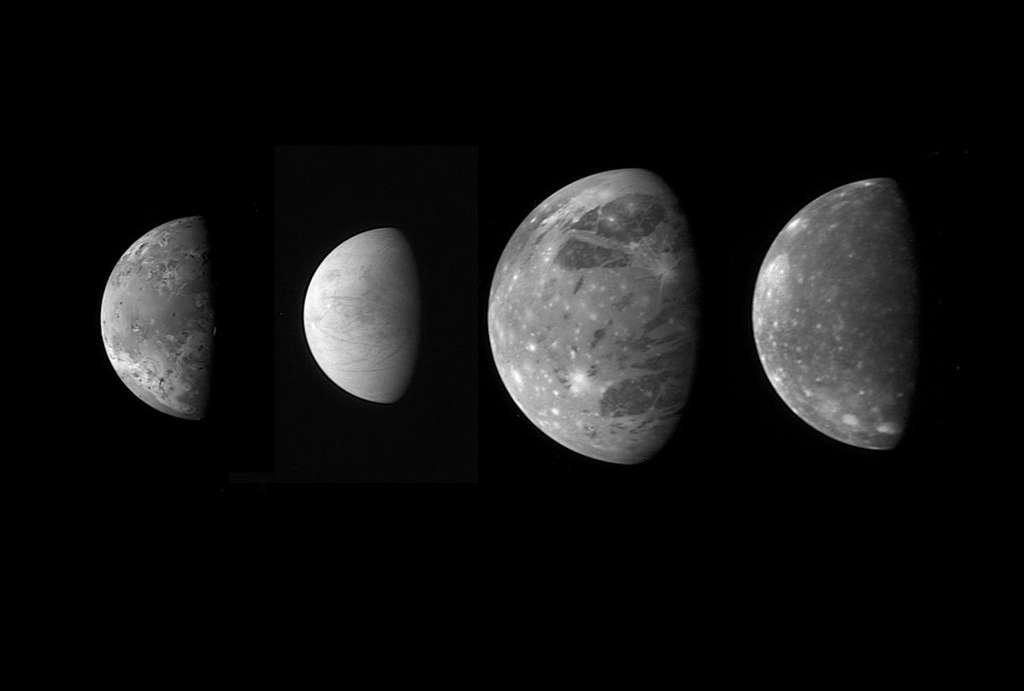 Une comparaison des tailles des quatre célèbres grandes lunes de Jupiter, dites galiléennes. De gauche à droite, voici Io, Europe, Ganymède et Callisto. Ces images ont été prises par la sonde de la mission New Horizon, alors qu'elle était en route vers Pluton. © Nasa