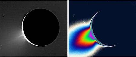 Geyser photographié par Cassini en 2005. A gauche vue originale, à droite image traitée en fausses couleurs. Crédit Nasa/JPL