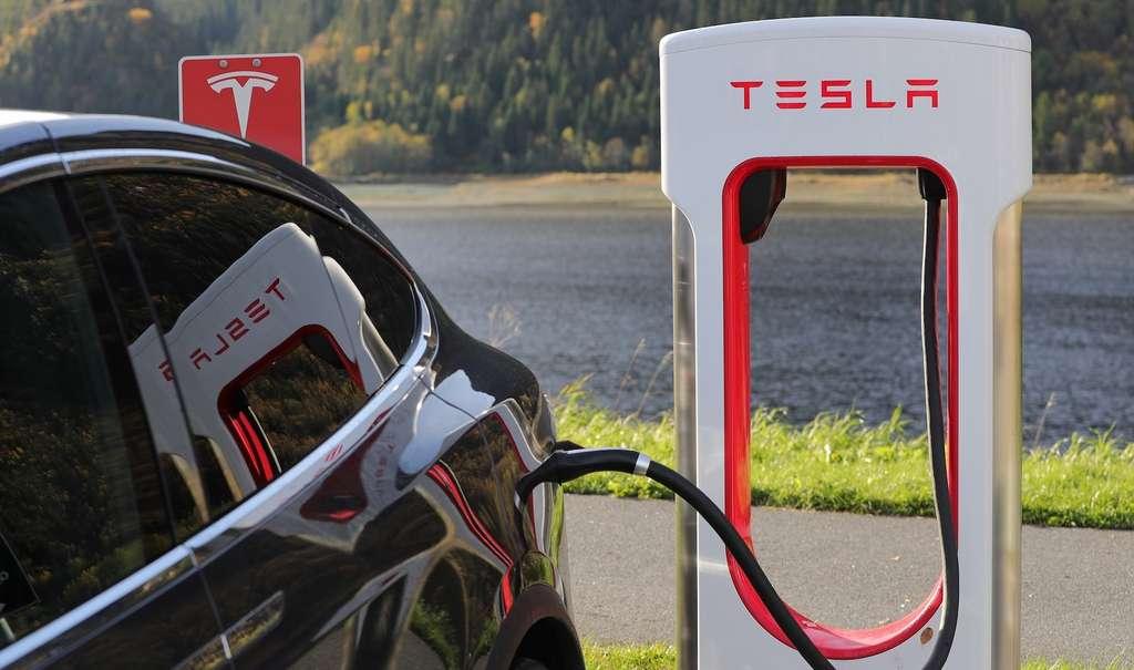 À 40 °C, la durée de vie des batteries développées par des chercheurs de l'université Dalhousie (Canada) a atteint les 4.000 cycles de charge/décharge. Augmentées d'un système de refroidissement actif — comme celui qui équipe les voitures Tesla —, les batteries voient leur durée de vie dépassant même les 6.000 cycles! © Blomst, Pixabay License