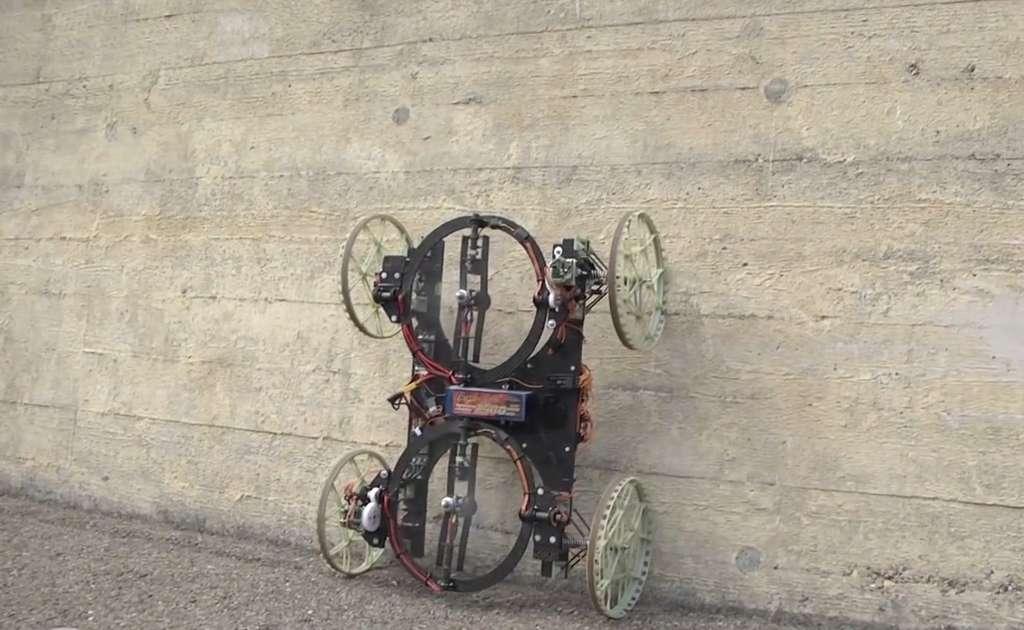 Le robot VertiGo peut monter contre un mur grâce à deux hélices qui le maintiennent plaqué. © Disney Research, ETH Zurich