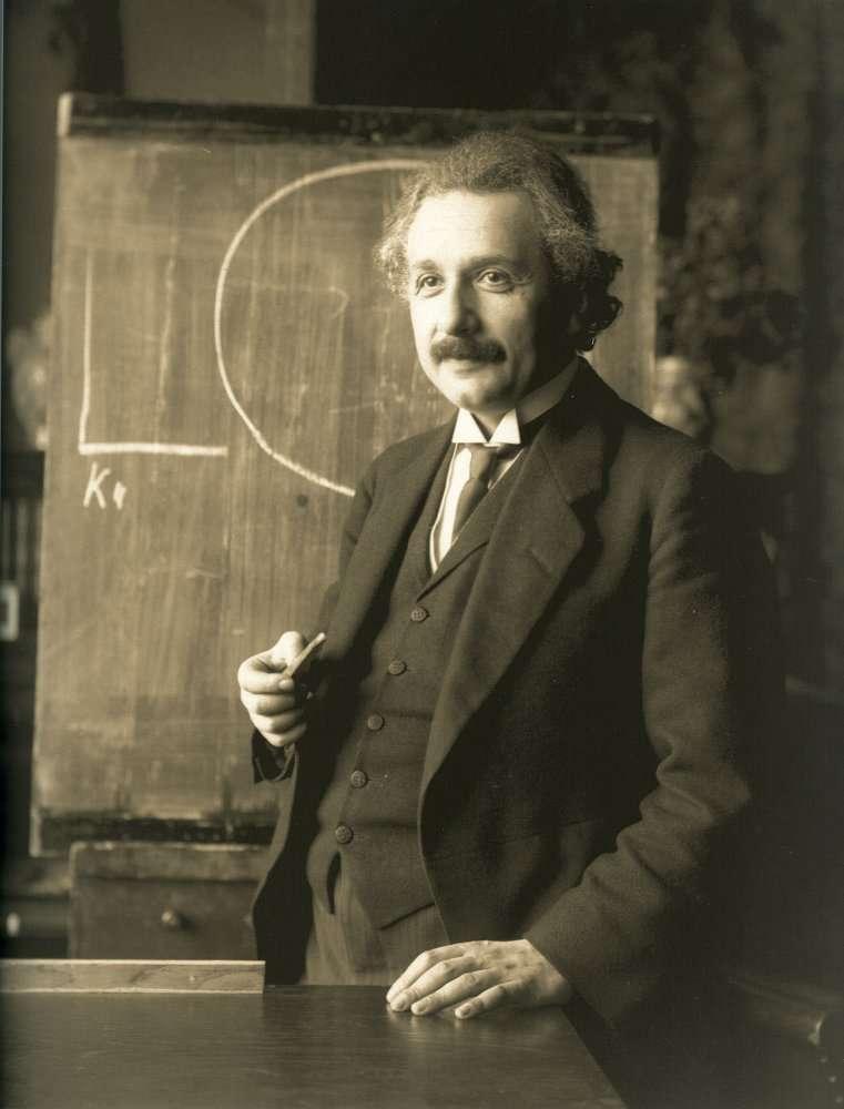 Einstein en 1921 lors d'une conférence à Vienne. © Albert Einstein Archives/Ferdinand Schmutzer