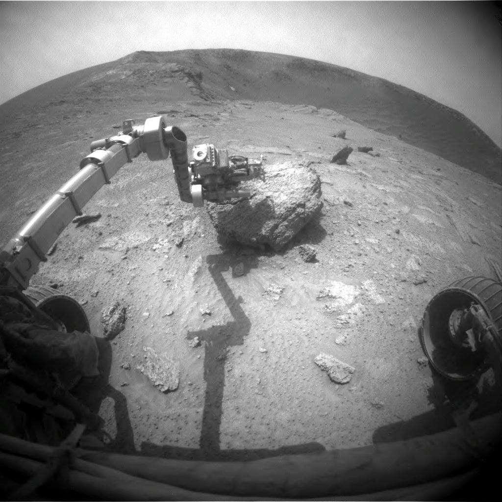 Le bras robotisé d'Opportunity a analysé Ruiz Garcia, un caillou au bord du cratère Santa Maria. © Nasa/JPL/Cornell